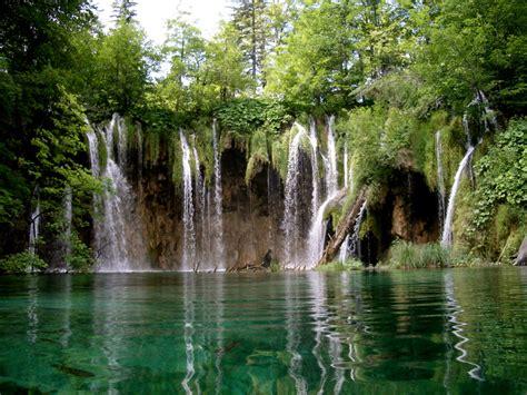 Travelling Place Lake Plitvice National Park Croatia Tour