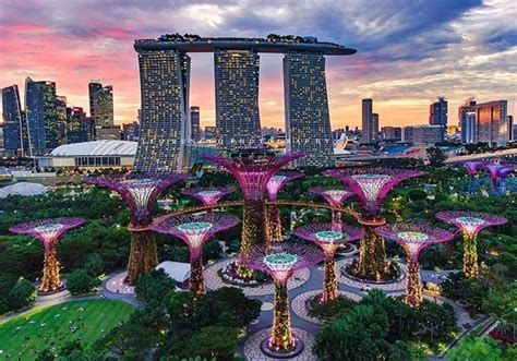 Hotel Near Garden By The Bay Singapore - breathtaking view of the iconic marina bay sands hotel and