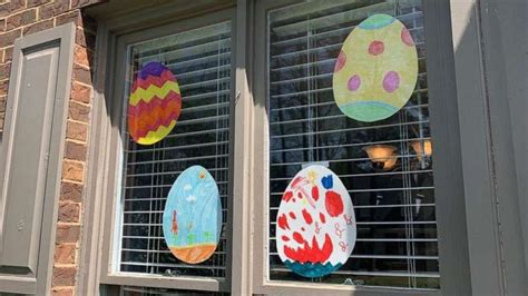 Families spread love during COVID 19 pandemic with window