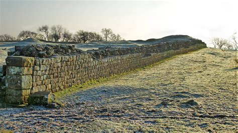 Hadrians Wall Hd Wallpaper Background Image 2560x1440 Id504621 Wallpaper Abyss
