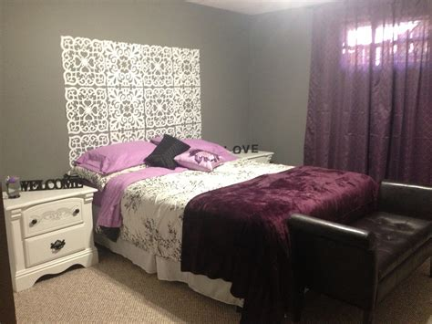 Bedroom. Gray And Purple Bedrooms With White Wall Art