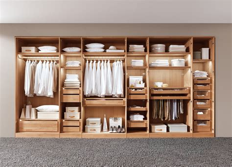 Holz gehört zu den ältesten deinen individuellen kleiderschrank aus holz stellst du aus mehreren modulen zusammen: Massivholzmoebel.de » Massivholzbett u. Schlafzimmer planen!