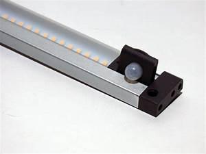 Led Lichtleiste Bewegungsmelder 230v : lichtleiste 72 led smd mit schalter bewegungsmelder warmwei ~ Markanthonyermac.com Haus und Dekorationen
