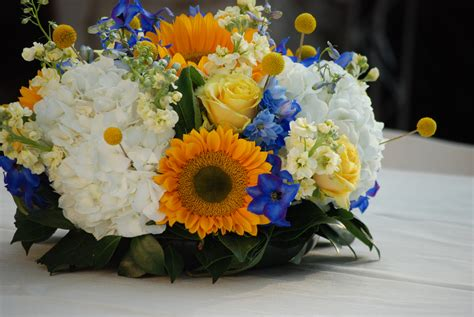 Blue And Yellow Wedding At The Dallas Arboretum Cebolla
