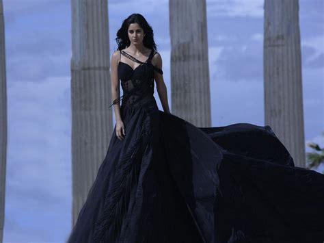 katrina kaif amazing gown pic  tu jaane na song