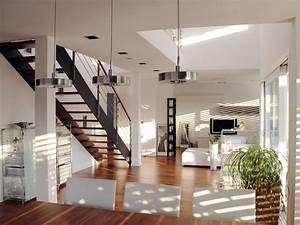 Wohnraum Mit Filigraner Zweiholmtreppe Bauemotionde