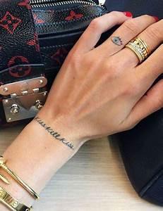 Tatouage Plume Poignet : les plus jolis tatouages pour poignet de pinterest femme ~ Melissatoandfro.com Idées de Décoration