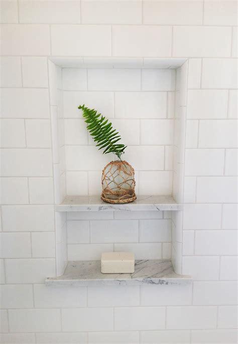 Badezimmer Fliesen Regal by Shower Niche White Subway With Marble Shelves In