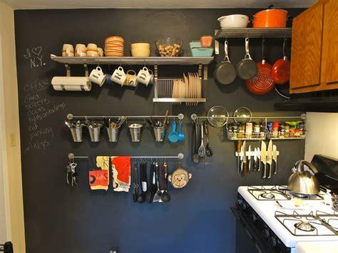 Utensílios de cozinha na parede: 15 lindas ideias para