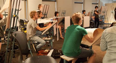 figure drawing classroom kendall college  art