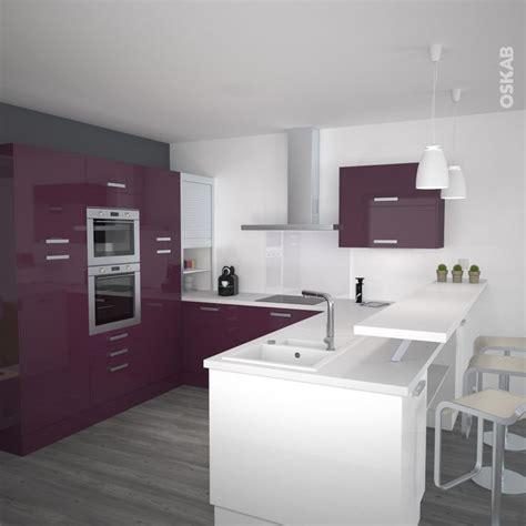 id 233 e relooking cuisine cuisine contemporaine blanche et aubergine d 233 cor brillant avec snack et