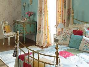 modern vintage bedroom serves both of vintage and modern style