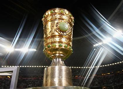 Naast de beker voor de mannen is er sinds 1981 ook een bekertoernooi in het vrouwenvoetbal IOFF - DFB-Pokal 2020/2021 Tippspiel | kicktipp