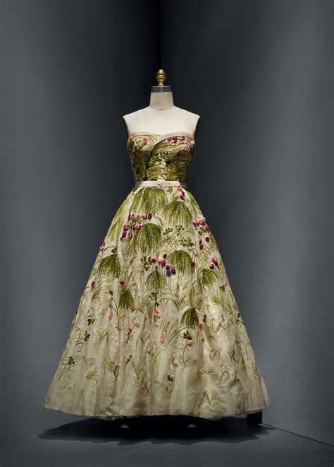 christian dior french   house  dior french founded   dress spring