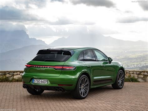 The body has five doors and five seats. Porsche Macan Turbo (2019) - picture 138 of 227 - 1024x768