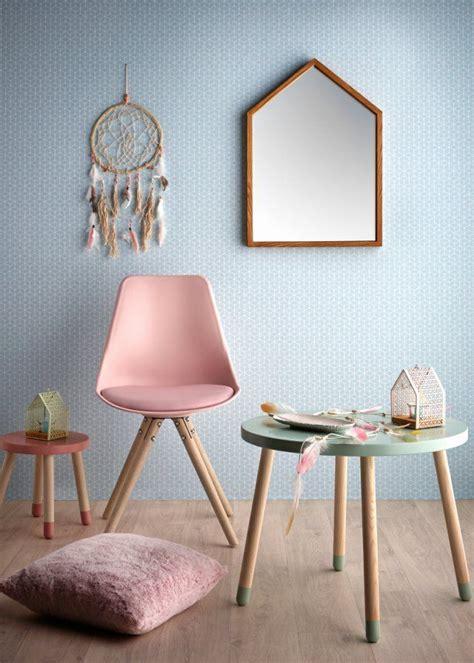 avec une chaise 25 best ideas about tables basses avec miroir sur