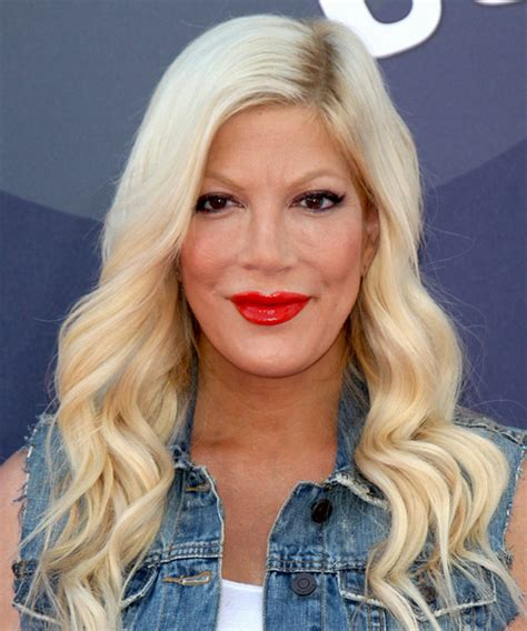 tori spelling hairstyles hair cuts  colors