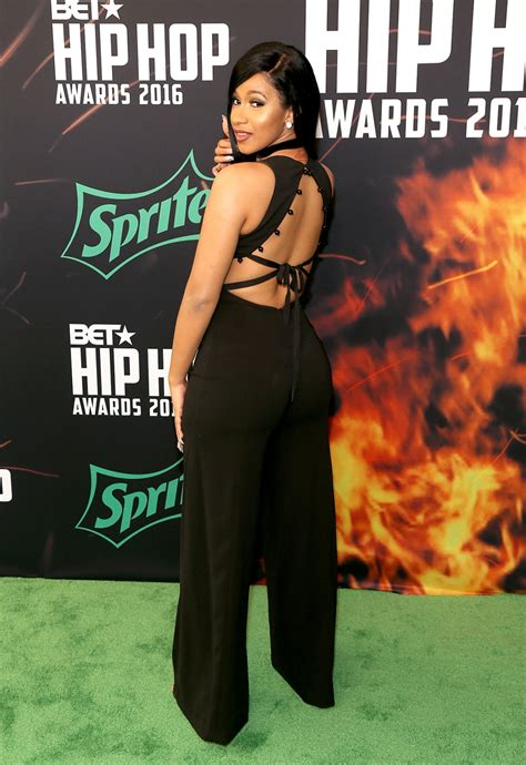red carpet arrivals bet hip hop awards  talking