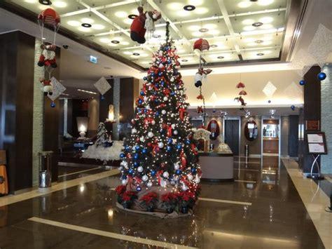 top ten hotel lobby christmas decorations lobby decorations picture of crowne plaza hotel amman amman tripadvisor