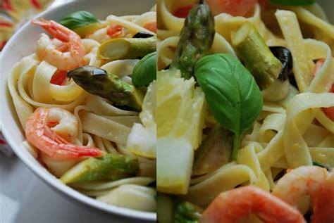 Skinny Zucchini: Pasta ar sparģeļiem un garnelēm