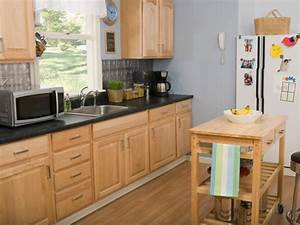 Oak kitchen cabinets pictures options tips ideas for What kind of paint to use on kitchen cabinets for hgtv wall art