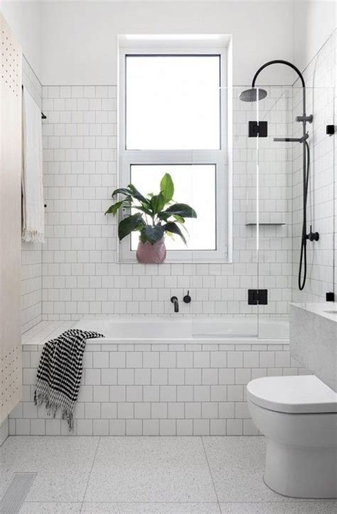 bathroom subway tile designs best 25 bathtub ideas ideas on
