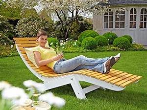 Holz überdachung Garten : relaxliege garten holz versammeln ~ Whattoseeinmadrid.com Haus und Dekorationen