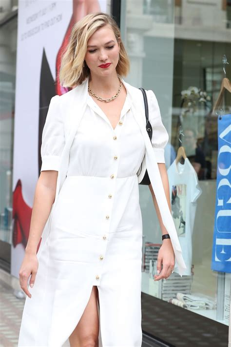 Karlie Kloss Arrives Vogue August Issue Live Signing