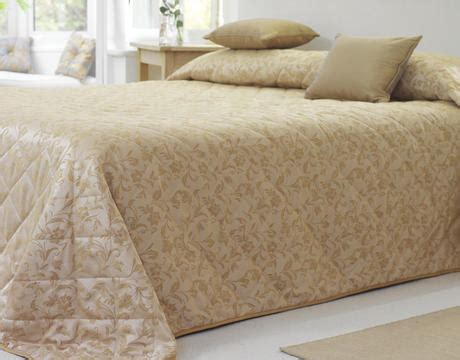 Hotel Expert Tips For Choosing Linen Materials A