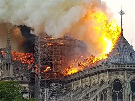 notre dame de paris burns   pictures
