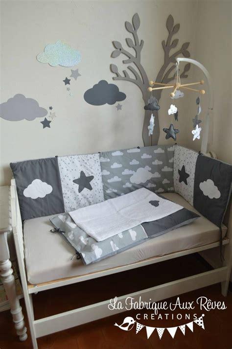 chambre de bébé gris et blanc décoration chambre bébé gris foncé gris clair blanc