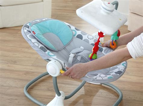 siège activité bébé un siège bébé fisher price avec dérive ou évolution