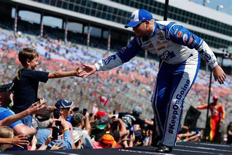 NASCAR driver Chris Buescher helps fans amid flash floods ...
