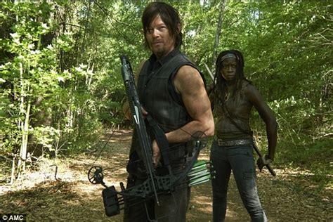 The Walking Dead Season 4 Stills Reveal New Romance In The