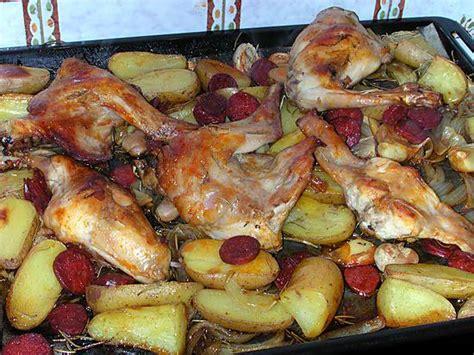 cuisiner un lapin au vin blanc recette de lapin rôti au chorizo et rattes