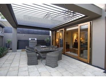 Vergola?s opening roof system keeps outdoor living areas