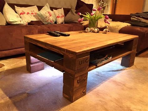 Diy pallet coffee table : Rustic Pallet Coffee Table + LED Lights | 101 Pallets