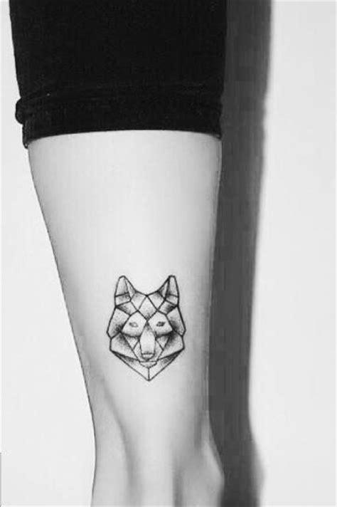 22 Small Wolf Women Tattoo Ideas - Styleoholic