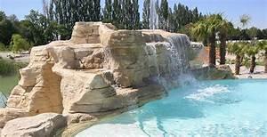 cascades de piscines en rocher reconstitue equipement With decoration bassin de jardin 9 une piscine avec faux rochers decoratifs