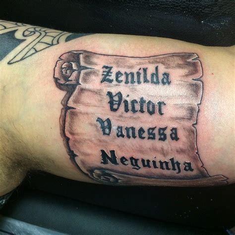 tatouage prenom avant bras interieur tatouage parchemin pour immortaliser un message fort
