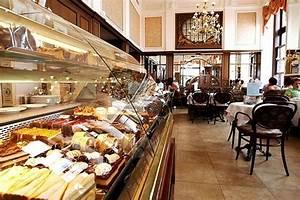 ältestes Kaffeehaus Wien : die tortenvitrine im caf mozart in wien picture of cafe ~ A.2002-acura-tl-radio.info Haus und Dekorationen
