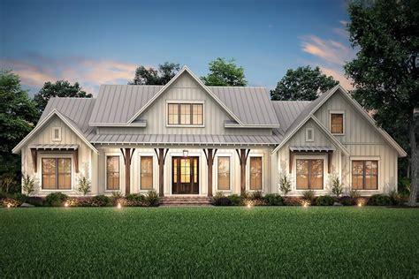 farmhouse style house plan beds baths sqft plan builderhouseplanscom