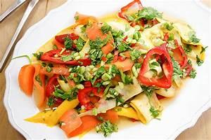 Salat Mit Zucchini : w rziger thai salat mit karotten und zucchini elle republic ~ Lizthompson.info Haus und Dekorationen