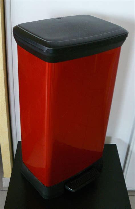 poubelle cuisine curver poubelle à pédale curver 50l vide appart stef et nono