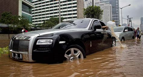 One Million Dollar Bathtub by Rolls Royce Ghost Becomes A Million Dollar Bathtub In