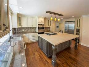 Kitchen Center Island with Cooktop