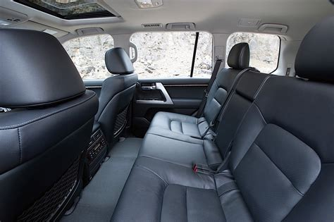 Toyota Land Cruiser 200 / V8 Specs & Photos