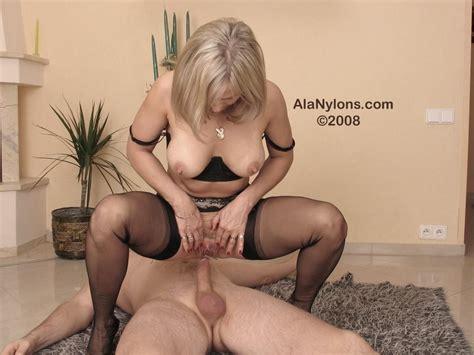 Ala Piss Mature Porn Photo