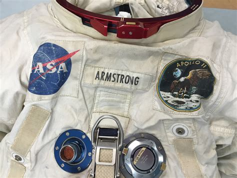 File:Neil-Armstrong-Apollo-11-spacesuit-chest.jpg ...