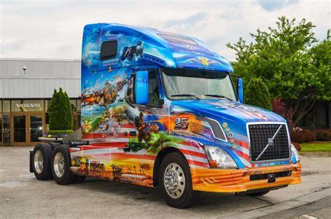 mack volvo unveil  ride  freedom trucks honoring